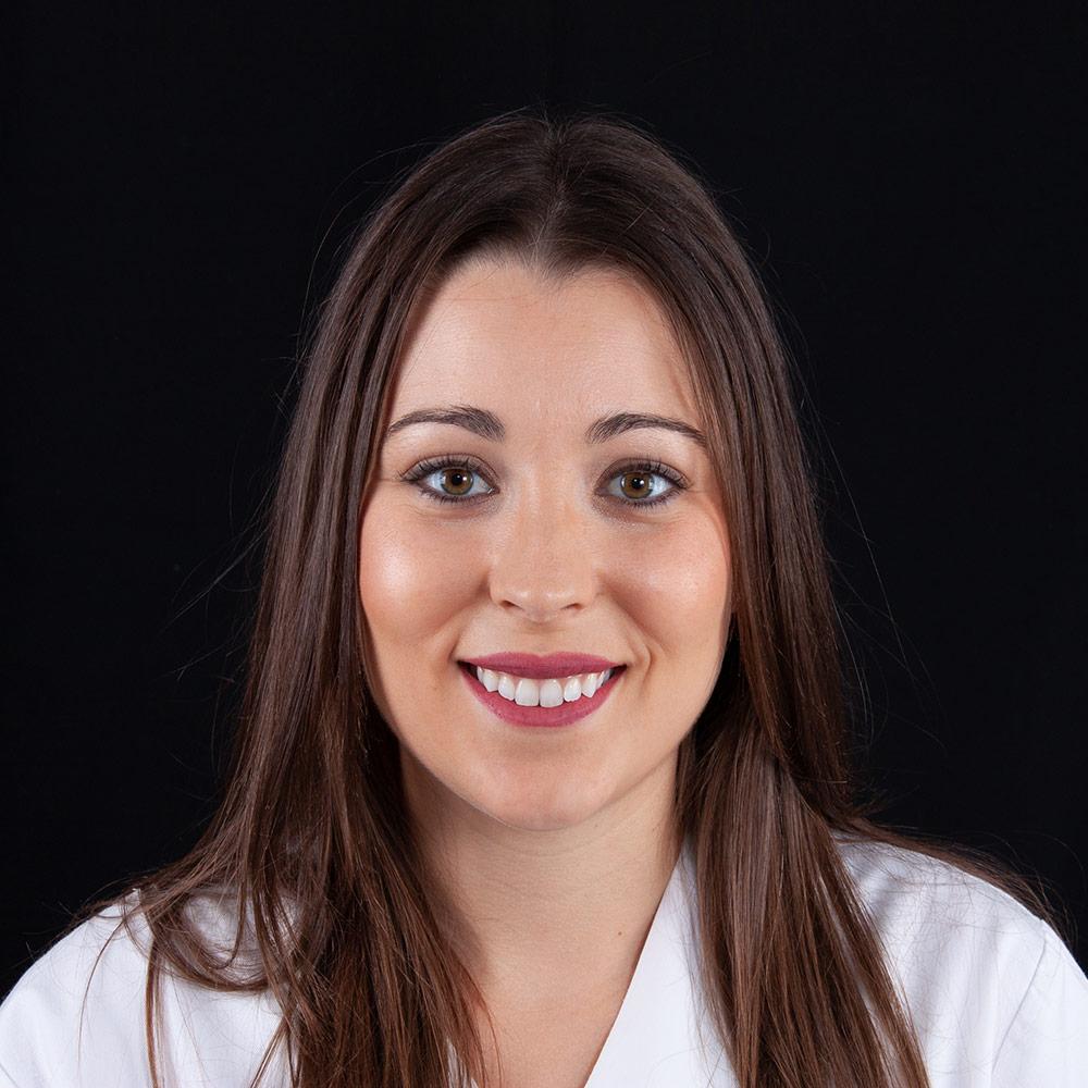 Dentista Ana en Clínica Dental Carlos Gavira