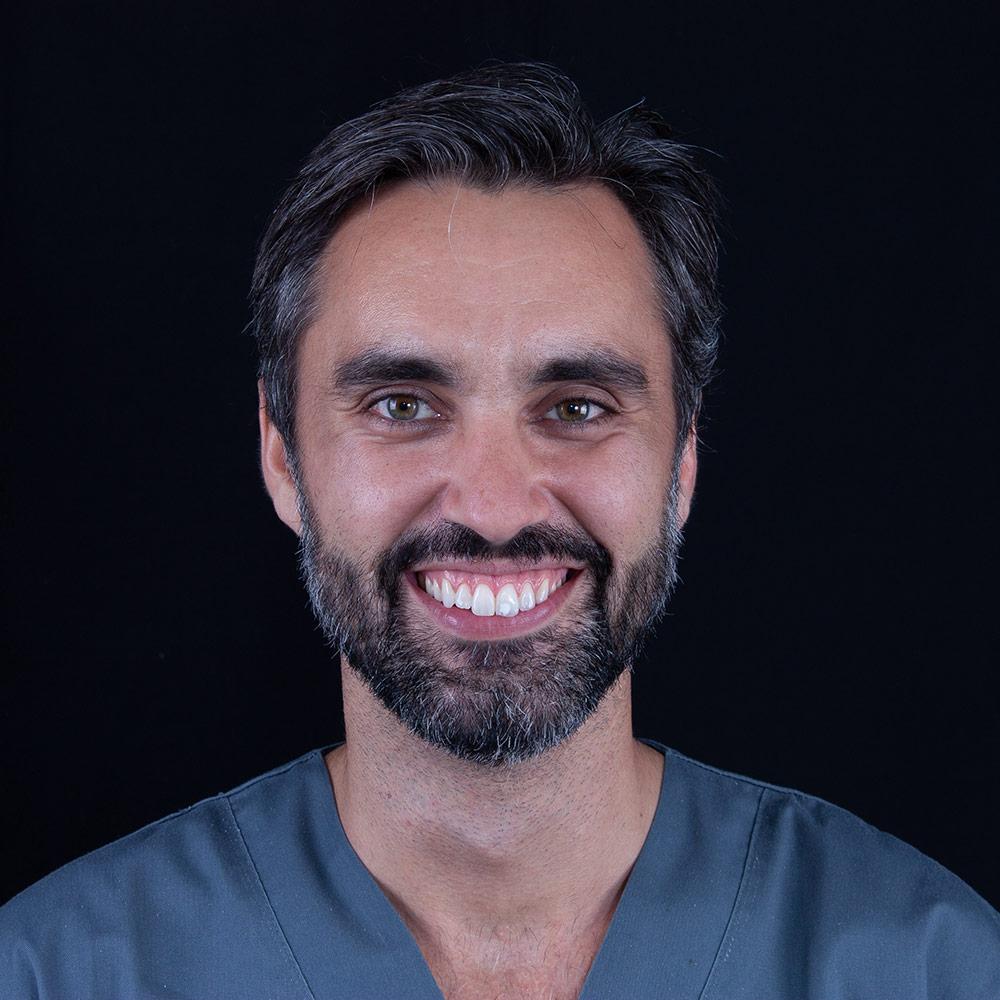 Dentista Carlos en Clínica Dental Carlos Gavira