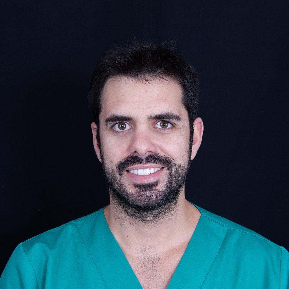 Dentista Fernando en Clínica Dental Carlos Gavira
