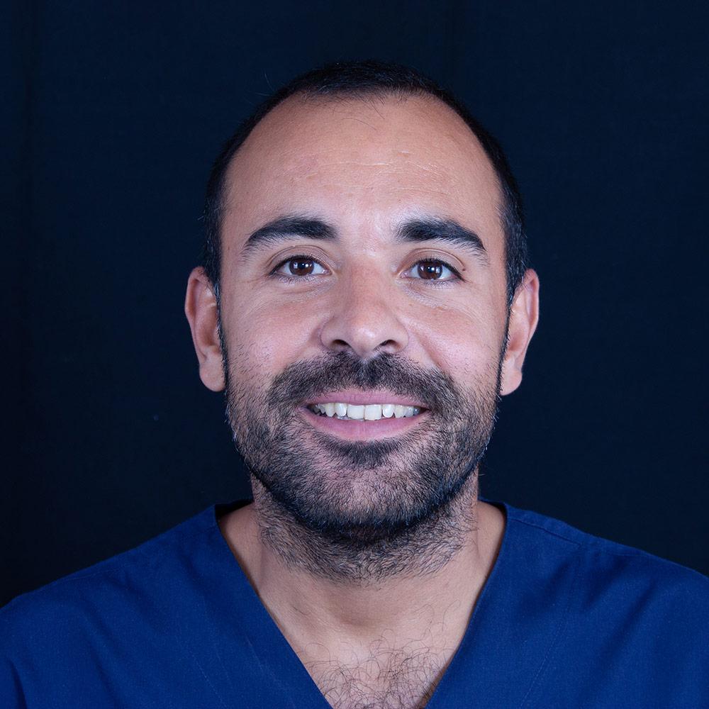 Dentista Pablo en Clínica Dental Carlos Gavira