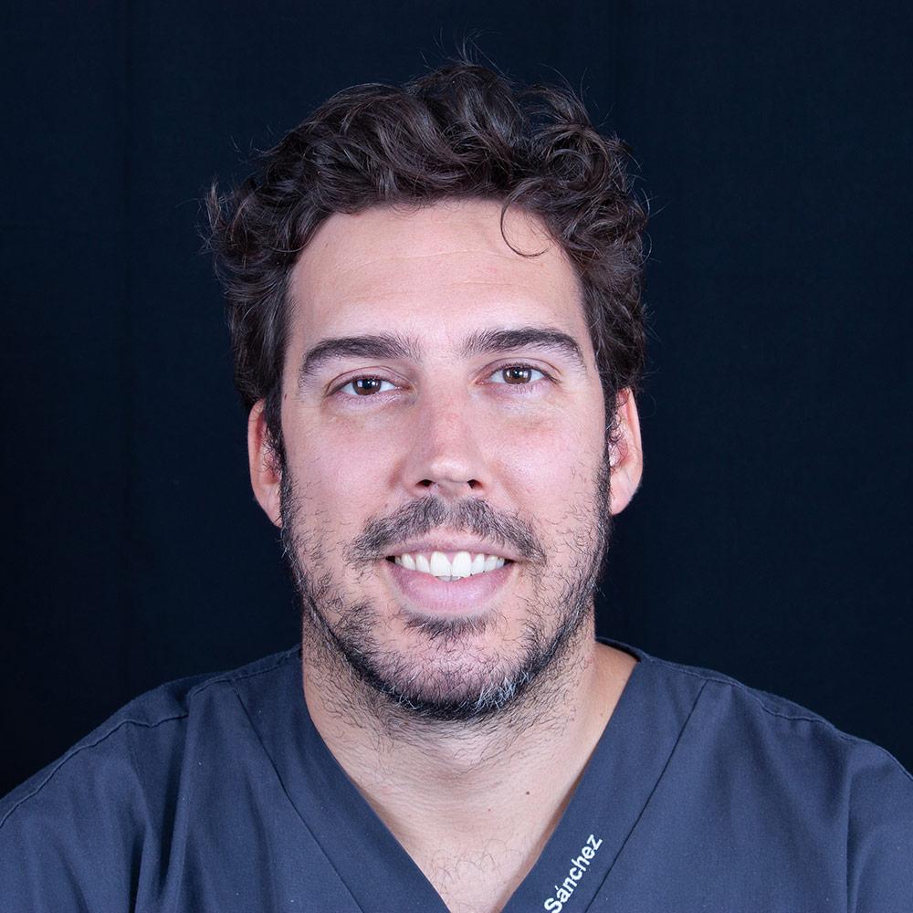Dentista Charlie en Clínica Dental Carlos Gavira